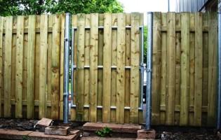 Clôture Avantage et Lévisienne, clôtures à Québec Clôture de bois bon voisin et acier galvanisé.