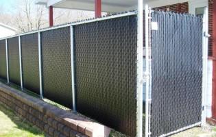 Clôture Avantage et Lévisienne, clôtures à Québec clôture de mailles noir et structure galvanisée.