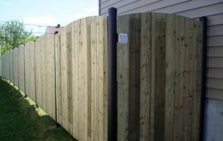 Clôture Avantage et Lévisienne, clôtures à Québec Clôture de bois traité et poteaux en acier