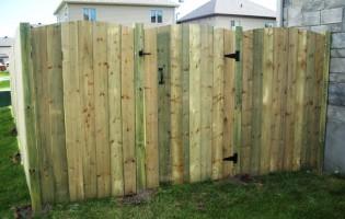 Clôture Avantage et Lévisienne, clôtures à Québec Porte de bois traité