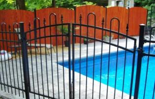 Clôture Avantage et Lévisienne, clôtures à Québec Clôture de fer ornemental porte double