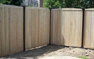 Clôture Avantage et Lévisienne, clôtures à Québec clôture de cèdre blanc embouté 7' de haut