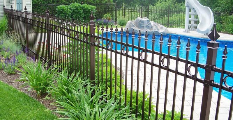 Cl ture avantage et l visienne fer ornemental les beaux - Model de piscine creuse ...