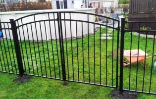 Clôture Avantage et Lévisienne, clôtures à Québec Porte double contemporaine arrondie