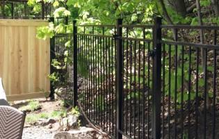 Clôture Avantage et Lévisienne, clôtures à Québec Clôture contemporaine et cèdre blanc