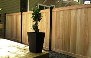 Clôture Avantage et Lévisienne, clôtures à Québec clôture de cèdre blanc embouté et acier noir