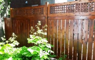 Clôture Avantage et Lévisienne, clôtures à Québec Cèdre blanc planches ajourées et treillis teinture 009 chêne foncé