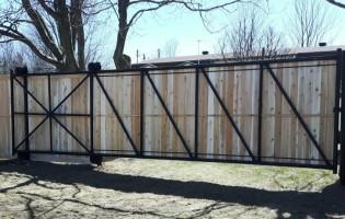Clôture Avantage et Lévisienne, clôtures à Québec Commerciale en cèdre
