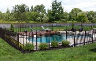 Clôture Avantage et Lévisienne, clôtures à Québec Fer ornemental piscine creusée