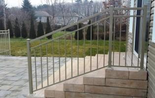 Clôture Avantage et Lévisienne, clôtures à Québec Rampe beige