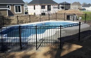 Clôture Avantage et Lévisienne, clôtures à Québec Clôture de piscine creusée en fer forgé
