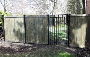 Clôture Avantage et Lévisienne, clôtures à Québec Porte contemporaine série 8000