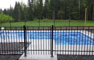 Clôture Avantage et Lévisienne, clôtures à Québec Contemporain et bois terra