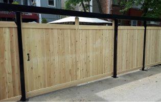 Clôture Avantage et Lévisienne, clôtures à Québec Porte coulissante en cèdre