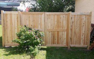 Clôture Avantage et Lévisienne, clôtures à Québec Porte double avec poteaux en cèdre 4x4
