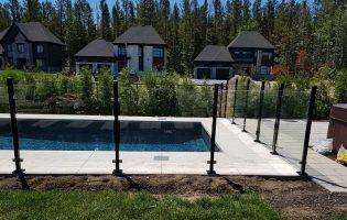Clôture Avantage et Lévisienne, clôtures à Québec Clôture de verre piscine creusée