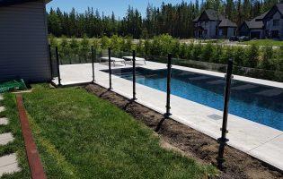 Clôture Avantage et Lévisienne, clôtures à Québec Aménagement piscine creusée clôture de verre 6 mm