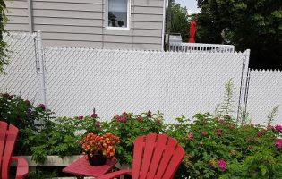 Clôture Avantage et Lévisienne, clôtures à Québec Clôture de mailles blanches avec lattes