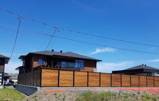 Clôture Avantage et Lévisienne, clôtures à Québec embouveté dans un cadre noir