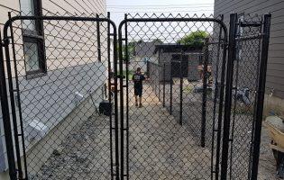 Clôture Avantage et Lévisienne, clôtures à Québec porte double clôture de mailles noir