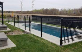 Clôture Avantage et Lévisienne, clôtures à Québec Verre 6 mm avec poteaux vissés, fer forgé et mailles