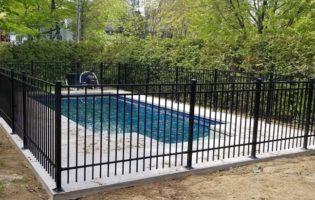Clôture Avantage et Lévisienne, clôtures à Québec Clôture de piscine vissée sur dalle