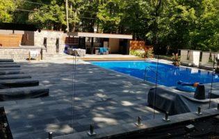 Clôture Avantage et Lévisienne, clôtures à Québec Clôture de verre sur spigots piscine creusée