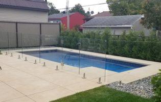 Clôture Avantage et Lévisienne, clôtures à Québec Clôture de verre avec porte piscine creusée